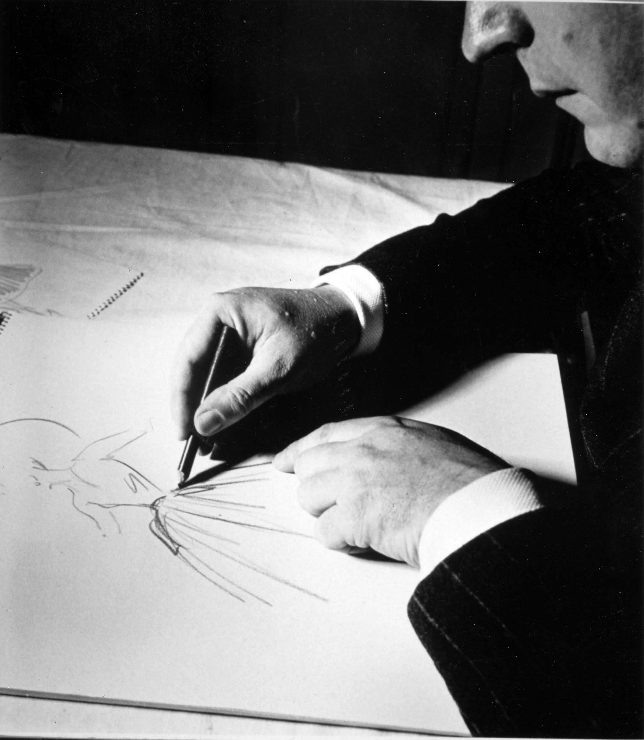 M. Christian Dior dessinant photo Maywald